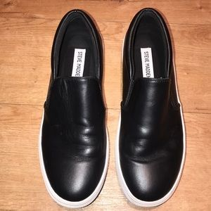Steve Madden Gills Black Leather Slip-On's